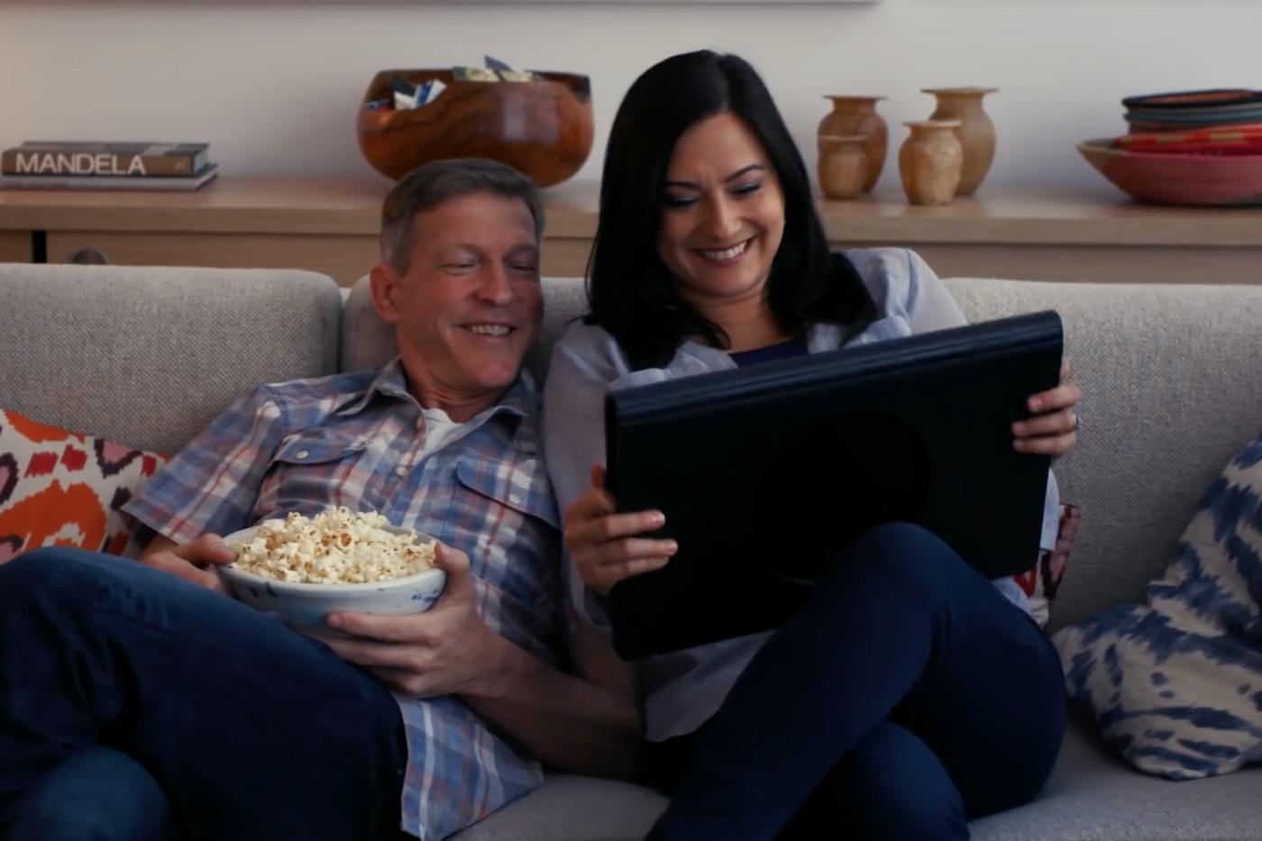Таблет или телевизор? Samsung представи View 2