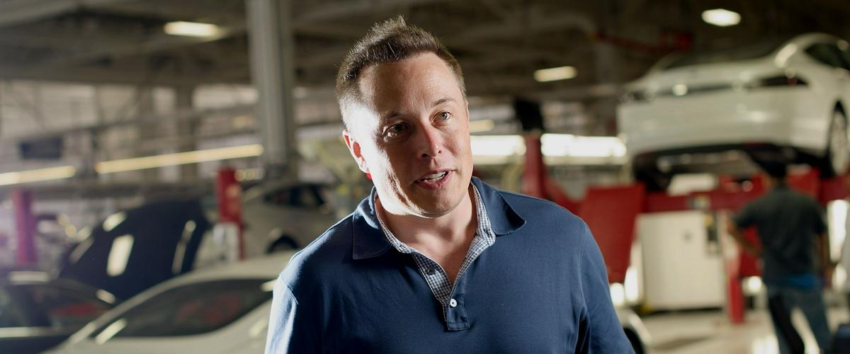 Tesla подготвя мащабно съкращение на разходите. Илън Мъск заедно с
