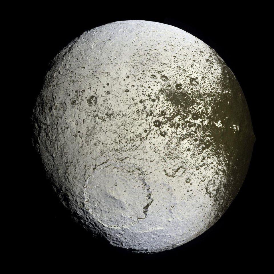 През 1671 година астрономът Джовани Касини изучавайки Сатурн с помощта