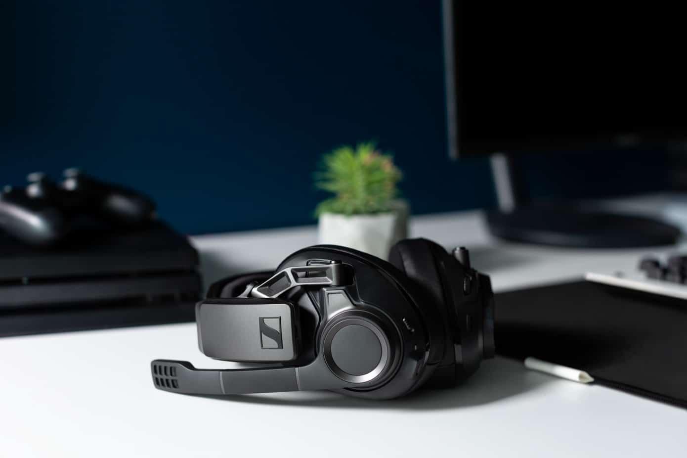 Компанията Sennheiser представи своите първи висококачествени безжични слушалки GSP 670,