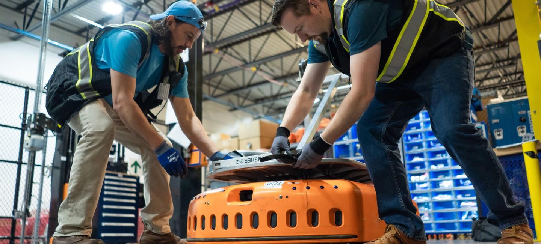 Работниците на Amazon са посрещани от табели, които има напомнят