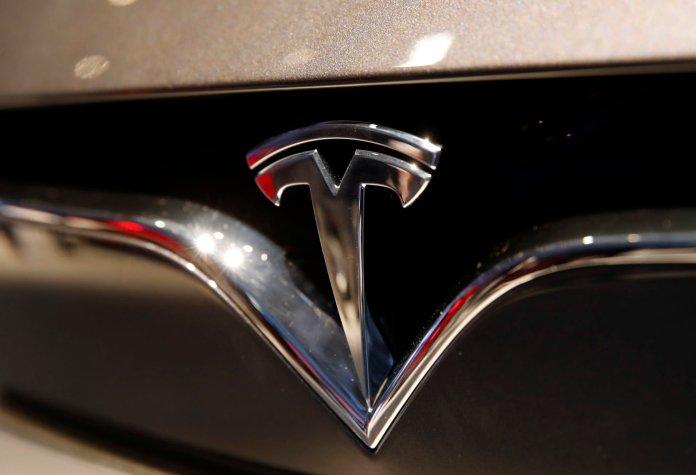 Tesla ,         iCloud