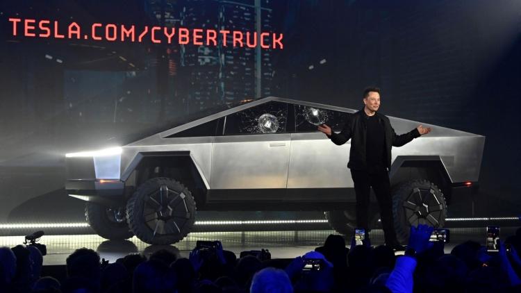 Защо дизайнът на Tesla Cybertruck всъщност е гениален?