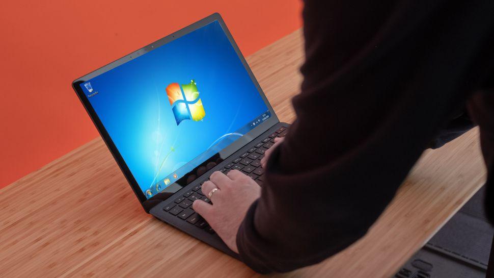 Microsoft ще досажда на потребителите, които отказват да изоставят Windows 7