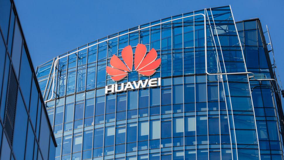 САЩ е на път да затегне още забраната на Huawei