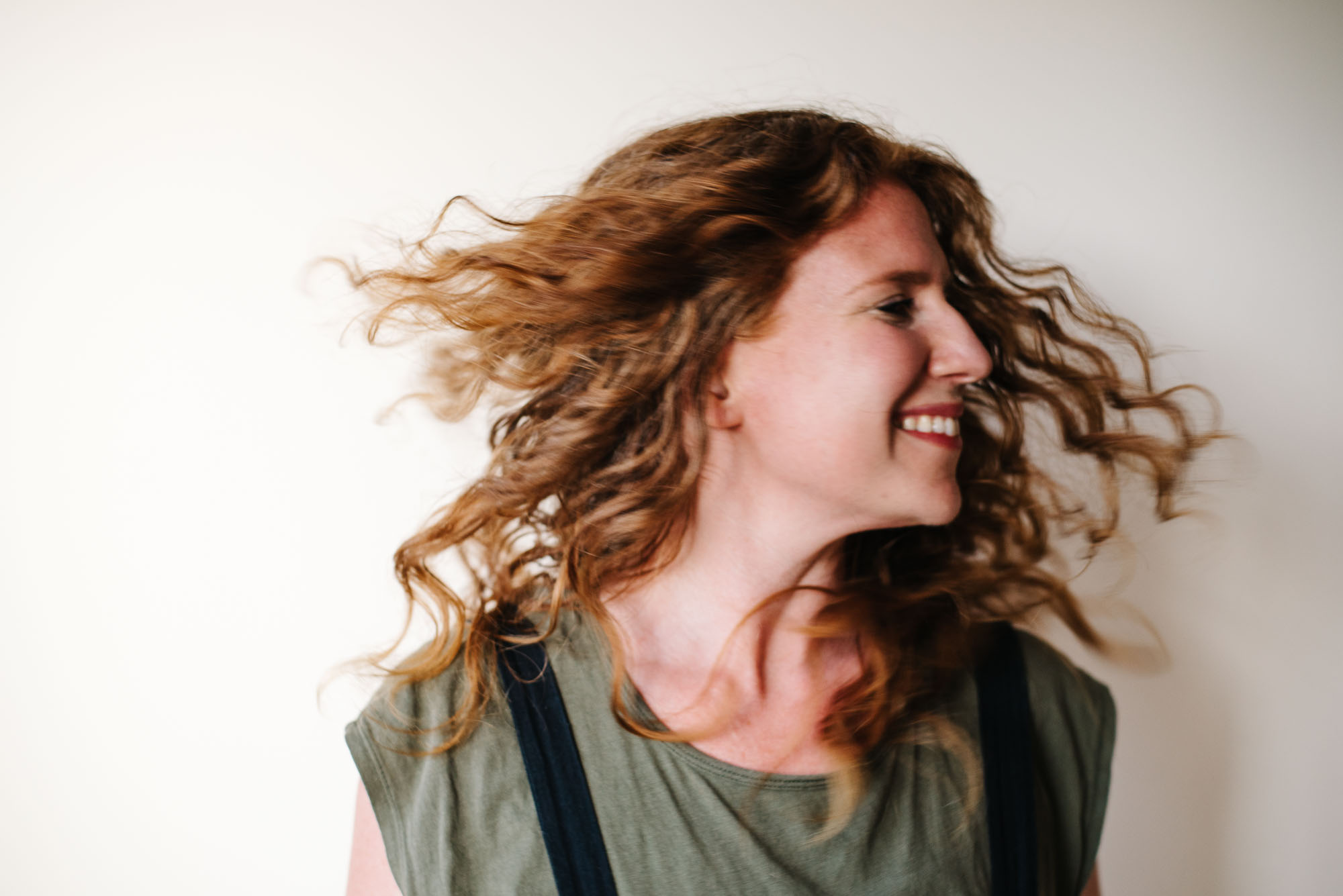 How To Style The Wavy Hair Of Your Dreams The Easy All Natural