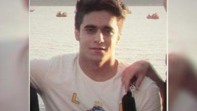 تصویر خانواده برهان منصور نیا تحت شرایط امنیتی شدید پیکرش را شبانه دفن کردند