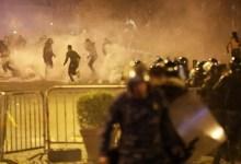 Photo of اعتراضات لبنان؛ ماموران به تحصن کنندگان در نزدیکی بانک مرکزی حملهور شدند