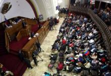 Photo of مخالفان مادورو انتخابات پارلمانی ونزوئلا را تحریم کردند