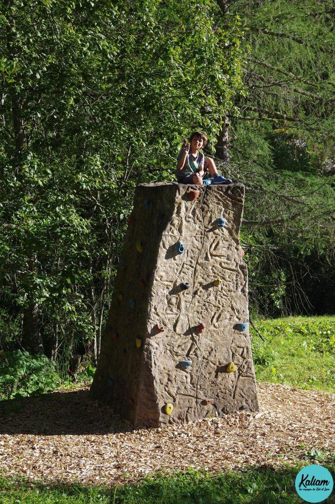 Liam teste son nouveau sport: l'escalade!