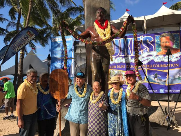 KPHCC members helping with Duke Kahanamoku birthday lei draping.