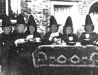 witchesattea2a.jpg
