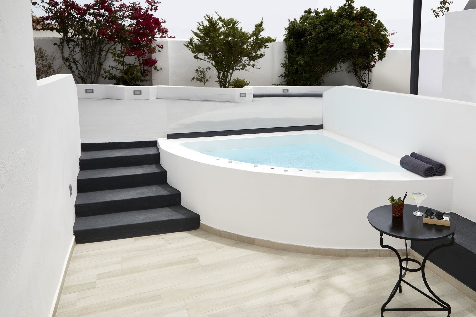 Executive Suite with Private Jacuzzi & Garden View