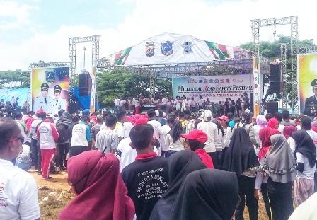 Ketgam : Masyarakat Muna Padati Sarana Olahraga Raga ( SOR) La Ode Pandu