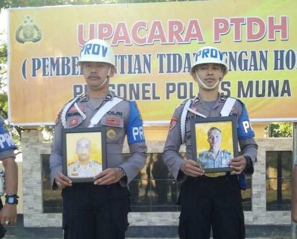Ketgam : foto Brigadir Agus Purwanto dan Brigadir Yayan Septian dipecat melalui upacara Pemberhentian Tidak Dengan Hormat (PTDH),foto : Rasyd Kalosara News