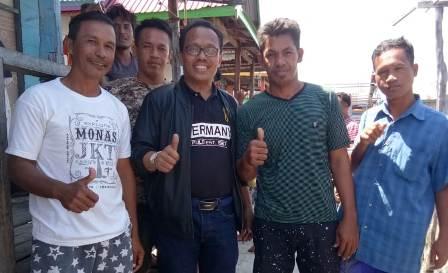 Ketgam : Drs. H. SYARIFUDDIN UDU, MM Bersama Pemuda Kecamatan Towea