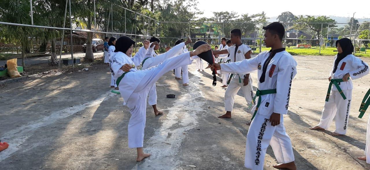 Ketgam : Atlit Kaluarga Olahraga Tarung Derajat (Kodrat) Kabupaten Konawe Selatan .