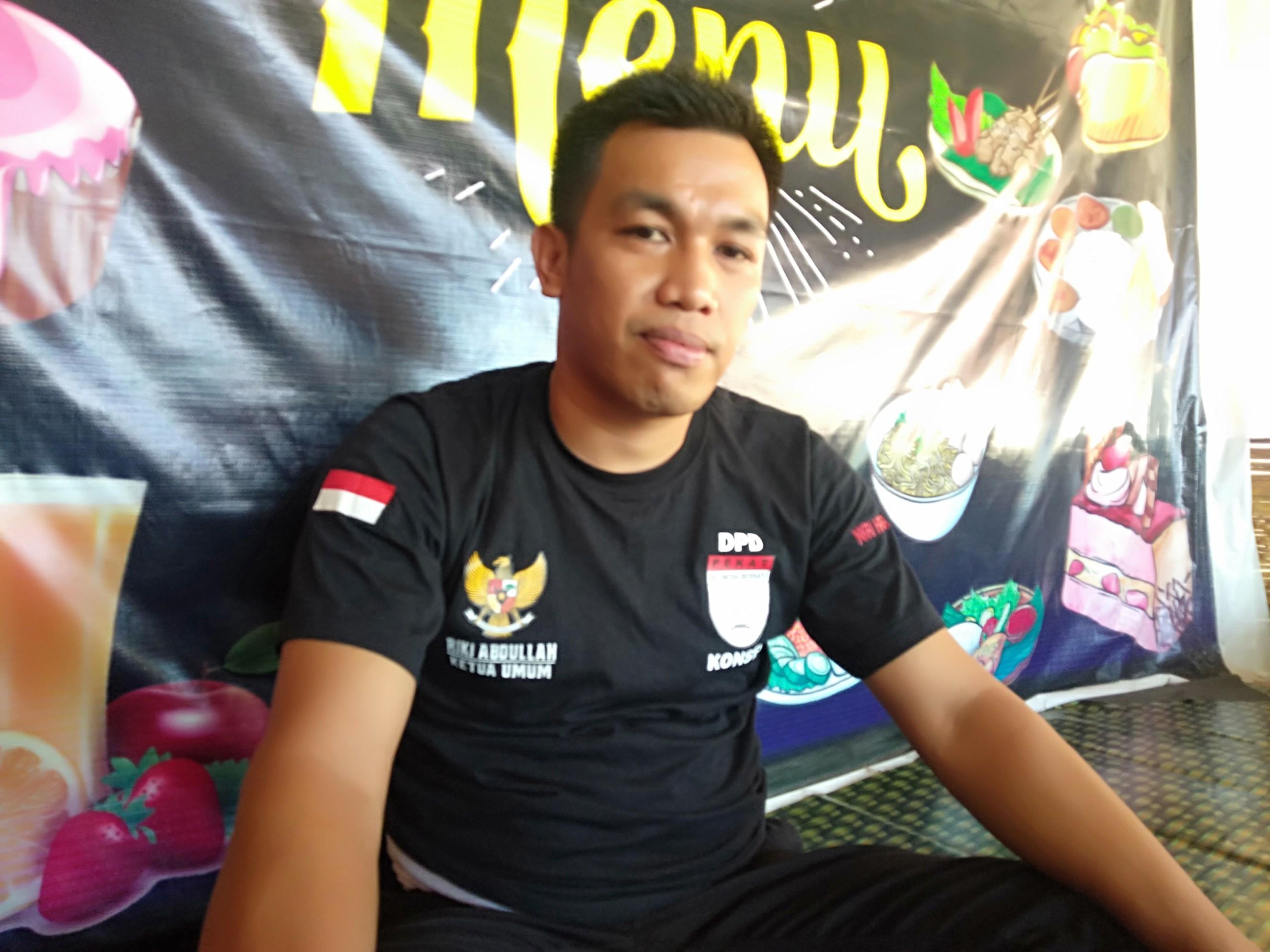 Ketgam : Ketua Dewan Pimpinan Daerah (DPD) Organisasi masyarakat Pembela Kesatuan Tanah Air Indonesia Bersatu (Pekat IB)Kabupaten Konawe Selatan (Konsel) Rika Abdullah