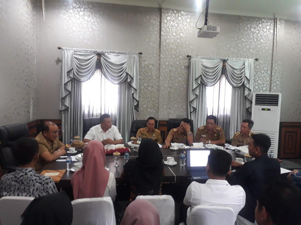 Ketgam : Bupati Surunuddin saat menerima Investor Jagung PT Marwan Bersaudara