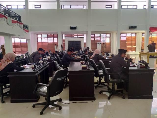 Ketgam : Anggota DPRD Konawe saat mengikuti rapat Paripurna