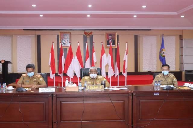 Ketgam : Gubernur Sultra Ali Mazi memimpin rapat