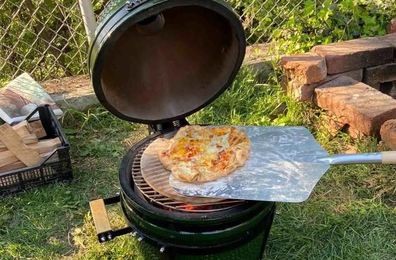 Pizze na Kamado roštilju pečemo na temperaturama oko 350 stupnjeva - idealna zabava za najmlađe u obitelji