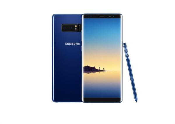 Vista de la phablet Galaxy Note 8 de Samsung Electronics Co. Samsung presentó el equipo que tiene pantalla de 6,3 pulgadas y una cámara de doble lente de configuración en un escaparate en Park Avenue Armory en Nueva York (EE.UU.). El Galaxy Note 8 es ligeramente más grande que el Galaxy S8 Plus de 6.2 pulgadas lanzado a principios de este año, convirtiéndolo en el Note más grande hasta la fecha. EFE/YONHAP/