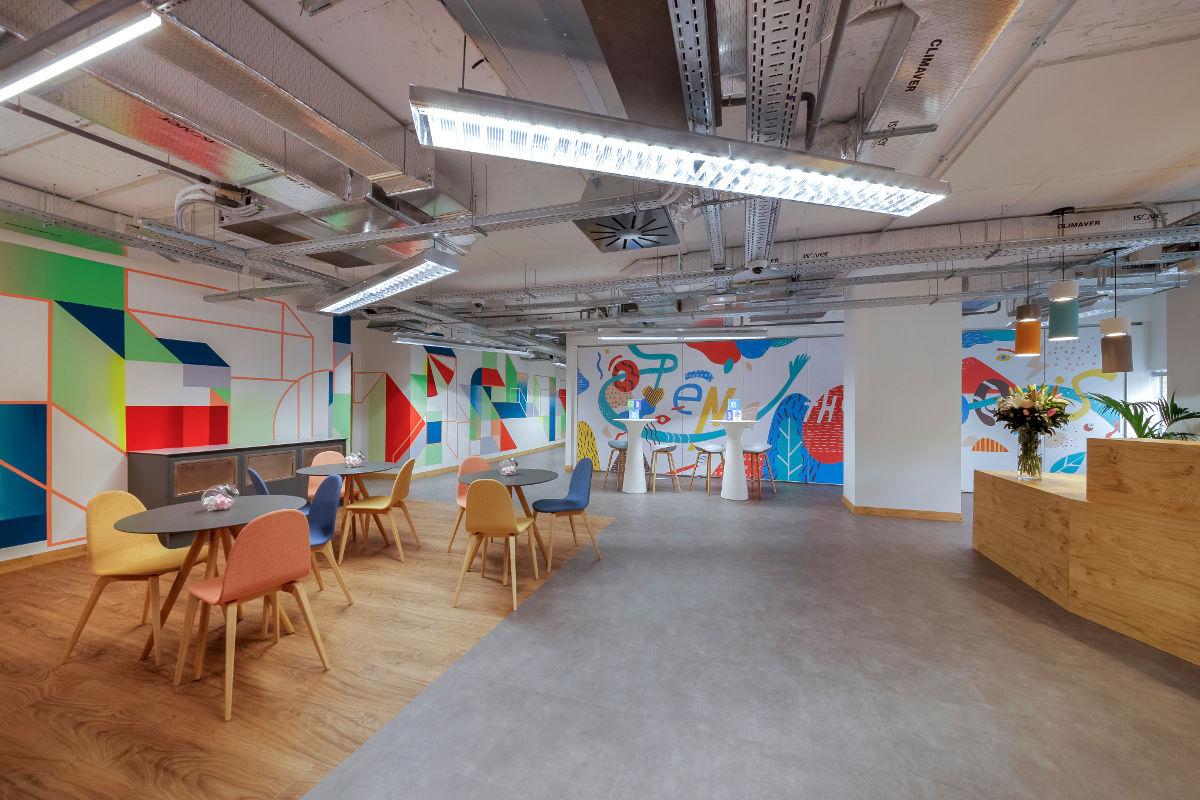 Facebook abre un espacio para impartir talleres de competencias digitales