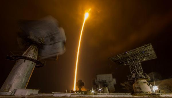 La nave tripulada Soyuz MS-12 despega hacia la EEI