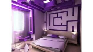 Kamar tidur unik ungu