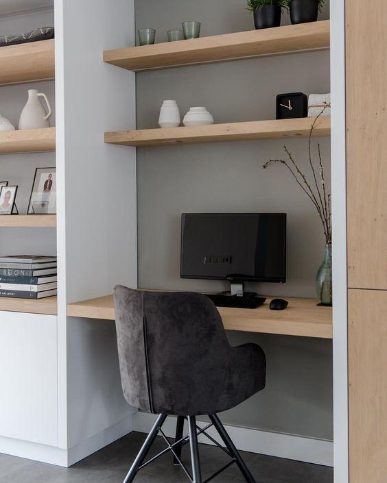 bureau in boekenkast