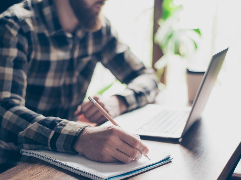 hoe schrijf je een essay