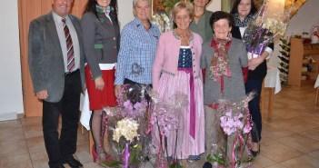 v.r.: Bgm. Karl Dobnigg mit Elfriede Zötsch, Gertrude Horvat, Christel Sprung, Gabriele Mader, Ilse und Maria Kühberger