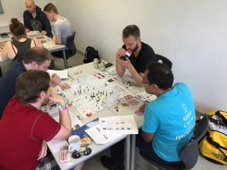 Bord 2 tester samme prototype, men spiller på et brett med en litt tidligere utgave av grafikken
