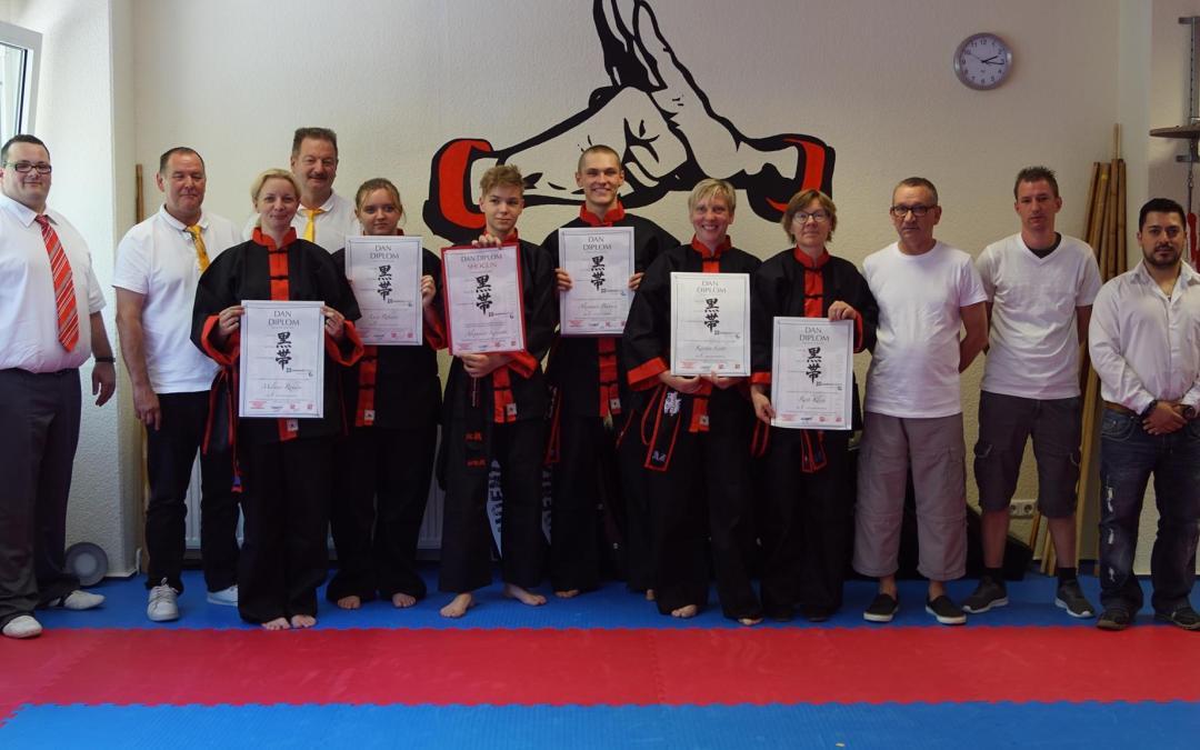 Soester Kung-Fu-Schüler bestehen Schwarzgurt-Prüfung