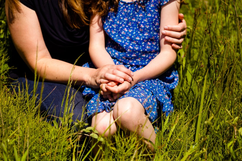 005-peggys-cove-mother-daughter-portraits-kandisebrown
