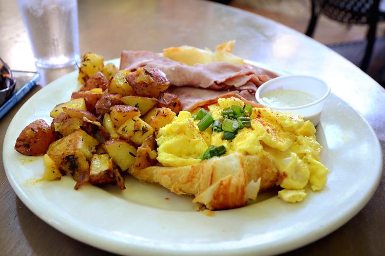 Le Bistro - Americanos breakfast