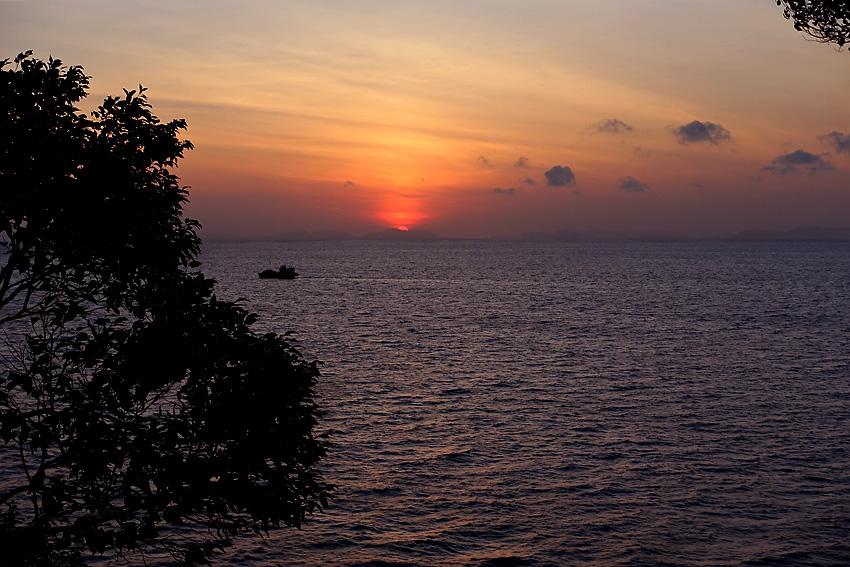 sunrise-at-monkey-bar-phi-phi-island