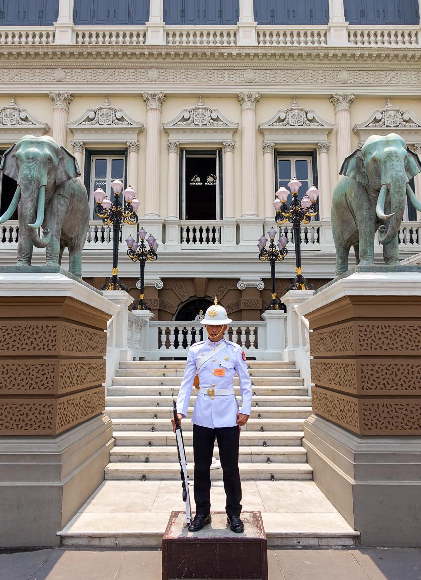 grand-palace-guard-2