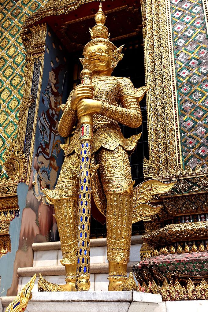 phra-viharn-yod-ramakien-statue
