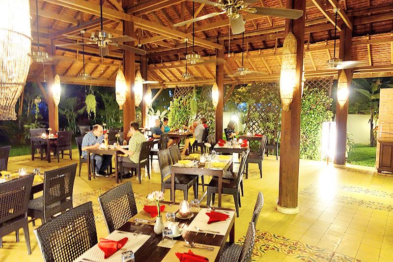 Pavillon-d'Orient-Restaurant-Night
