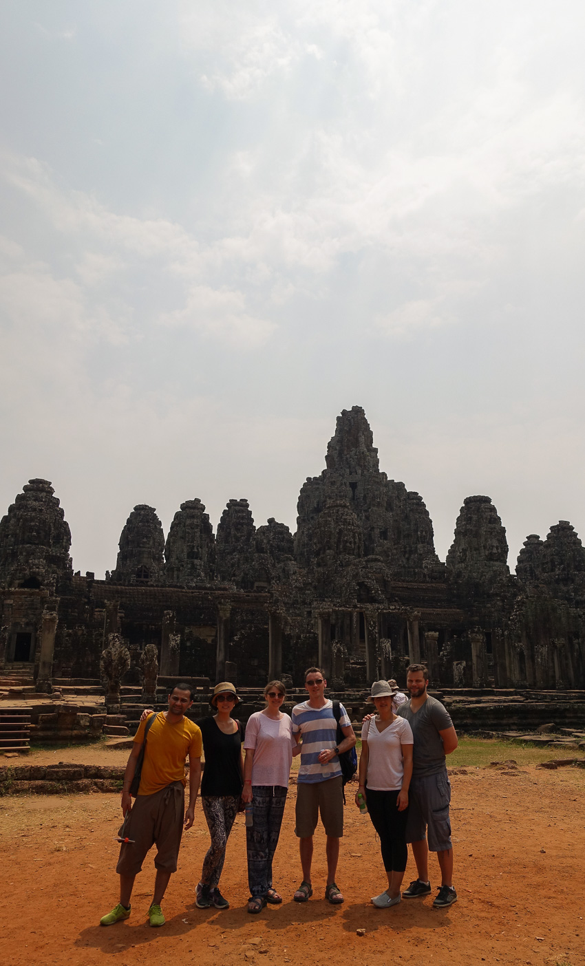 angkor-tom-bayon-group-shot