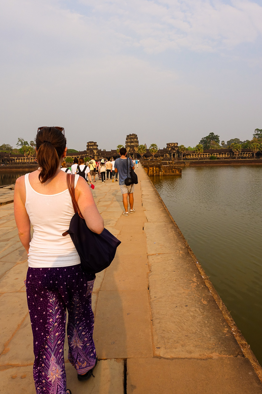 angkor-wat-bridge