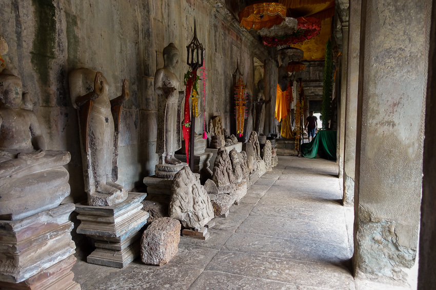 angkor-wat-buddhas