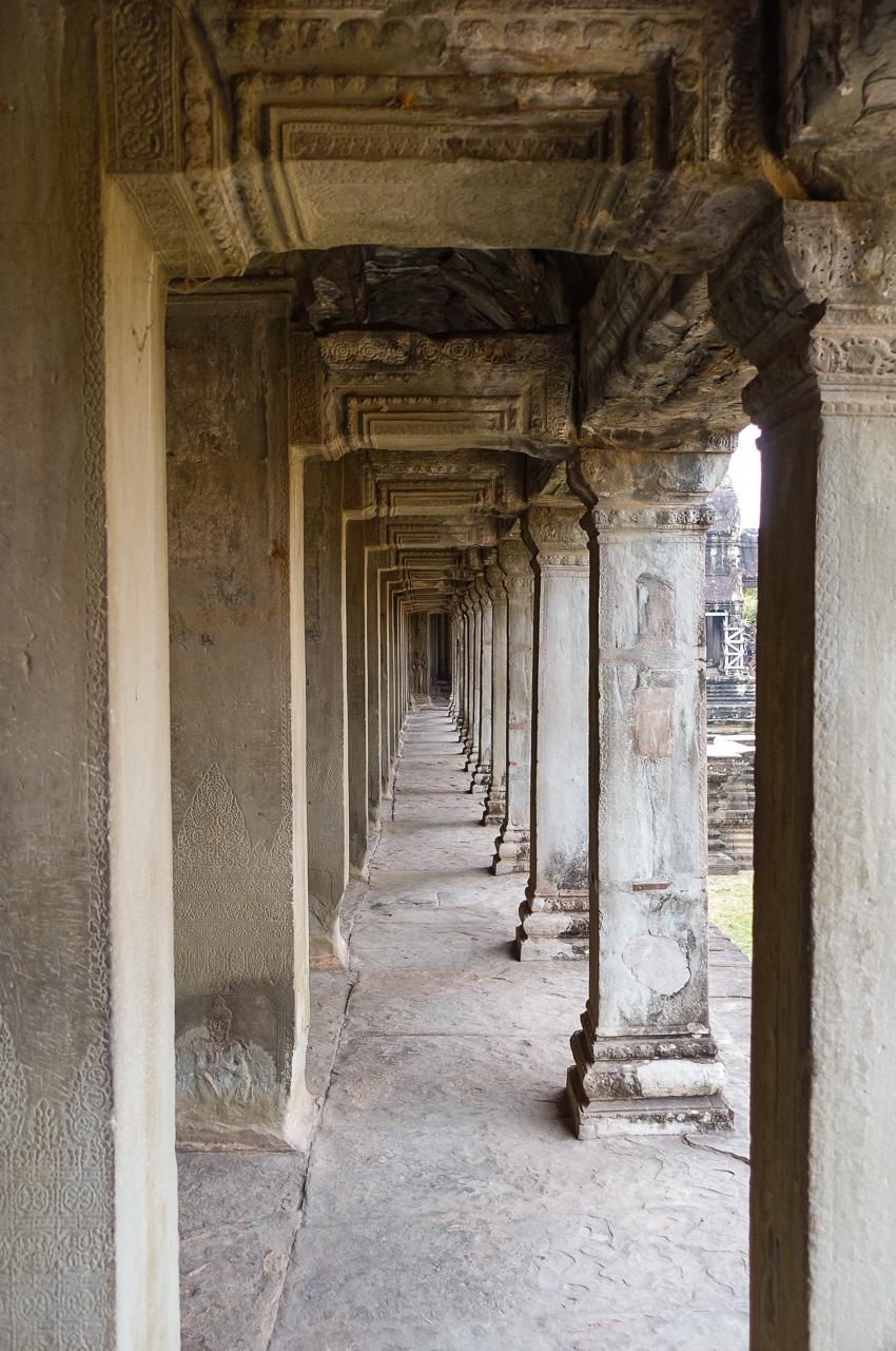 angkor-wat-columns-temple