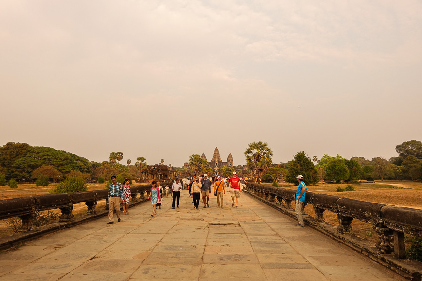 angkor-wat-road-to-temple