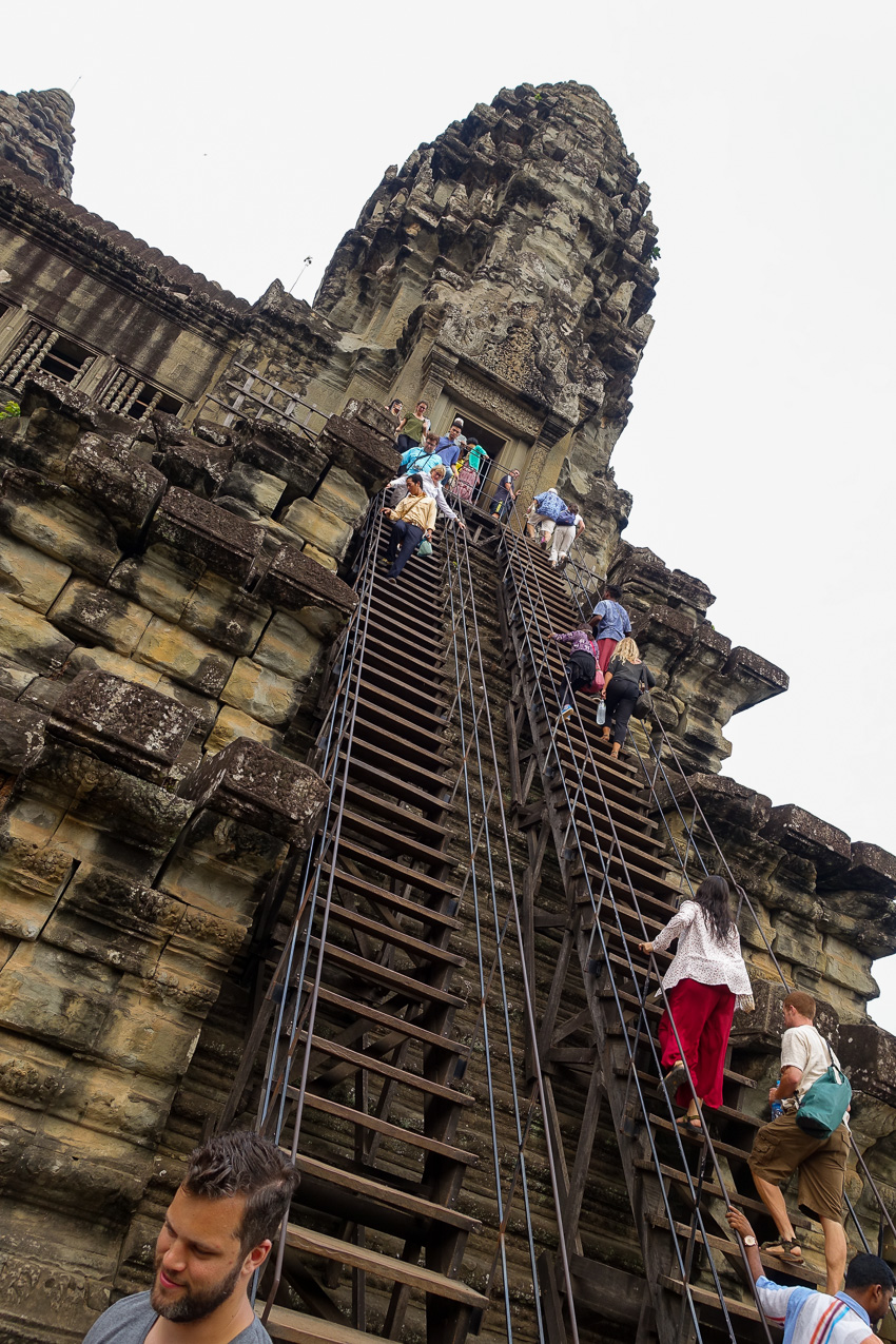 angkor-wat-stairs-to-highest-level