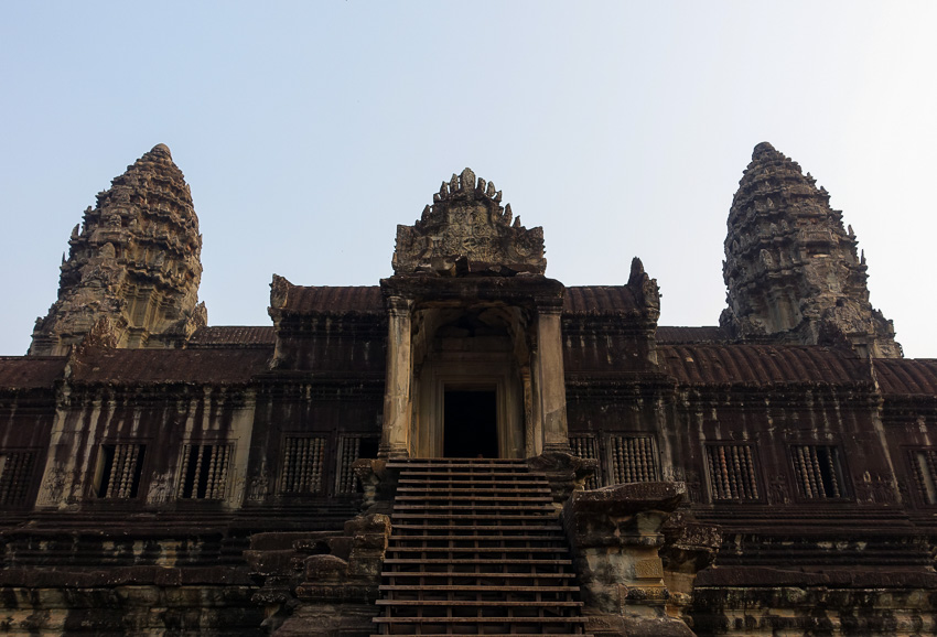angkor-wat-stairs-to-level-2