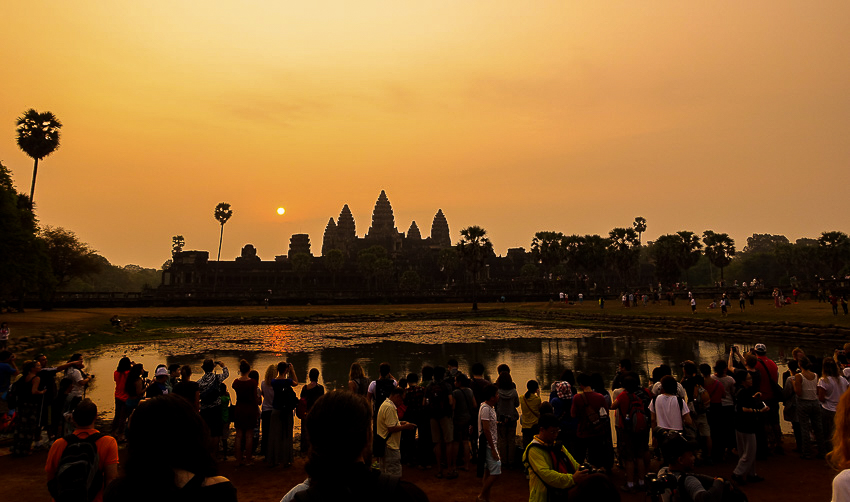 angkor-wat-sunrise-crowd-2