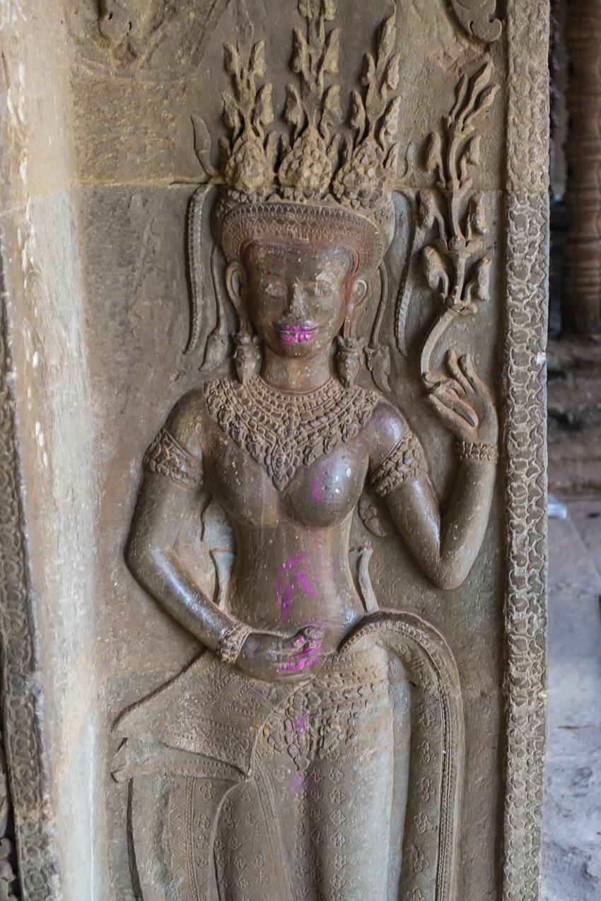 angkor-wat-vandalism